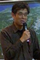 大阪市で4月25日に開かれたリニア新幹線の環境影響に関する学集会には、関心を持つ多くの市民が参加した。環境破壊の現状を報告するジャーナリストの樫田秀樹さん(撮影・矢野宏)