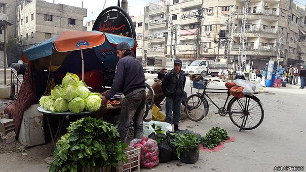 シリア・ダマスカス郊外の東ゴーダ地区は、反体制派が実効支配する。2年半以上にわたってアサド政権のシリア軍が地区を包囲、食料など物資の入手が困難となっている。【2015年2月撮影:ハッサン・アル・ディーン】