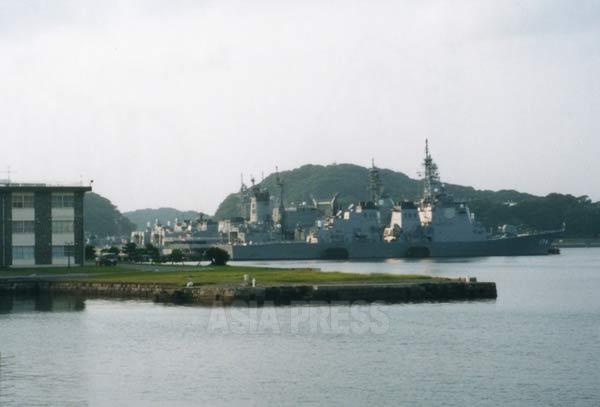 海上自衛隊の横須賀基地 撮影吉田敏浩