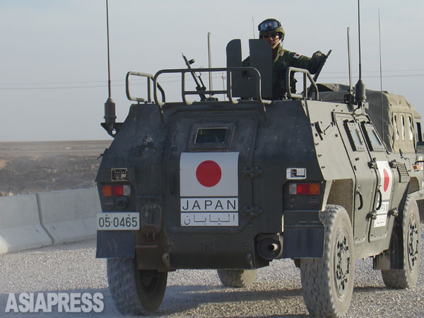 イラク・サマワで活動していた自衛隊。(2004年撮影:野中章弘)
