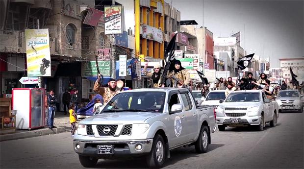 モスル市内はIS戦闘員が支配する。外国人戦闘員も多い。(ニナワ県モスル・IS映像)