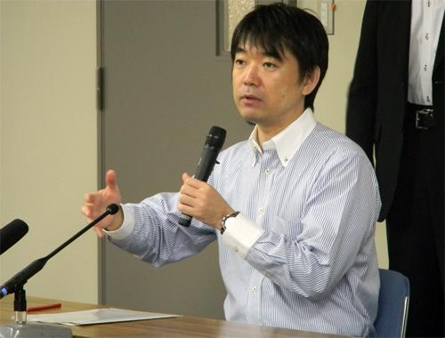 政界引退を明言したにもかかわらず、「大阪維新の会」の代表に就いた橋下徹氏。発言覆すことが頻繁で信頼落とした。(写真提供アイ・アジア)