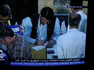 不正が疑われた2009年イラン大統領選挙の開票から約2週間後、10パーセントの票の再集計が行われた。結果はアフマディネジャード大統領(当時)の再選を追認するものだった(再集計の様子を報じるイラン国営放送)