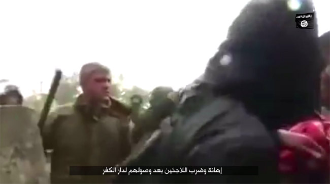 ISメディア部門が制作した宣伝映像。「ヨーロッパの人間は難民を侮辱し暴行する不信仰者(アッラーを信じぬ者)」などと、警察が難民を手ひどく扱っていると映像で強調。(IS映像)