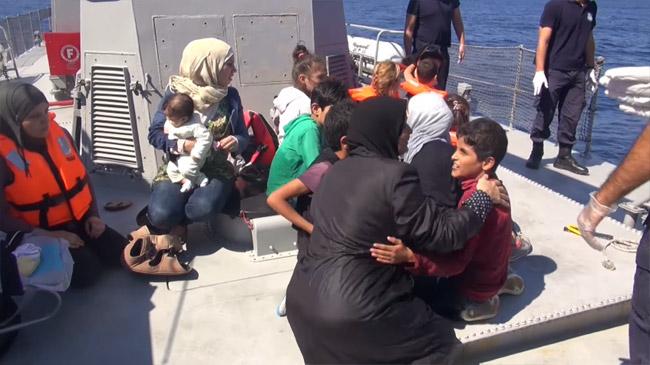 シリア内戦に起因する難民問題は、第2次世界大戦以降最大の難民を生み出す深刻な事態となっている。内戦はいつ終結するか分からず、毎日、たくさんの人が故郷をあとにしている。戦火から逃れようと、決死の思いで脱出しても海で命を落とす人も少なくない。(ギリシャ沿岸警備隊撮影映像)