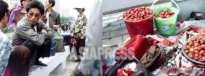 これはイチゴの「テゴリ」の様子。平壌中心の大同江畔に集まった「テゴリクン」たちが、郊外から運んできたイチゴの価格を卸商人と交渉をしている。2011年6月撮影ク・グアンホ(アジアプレス)