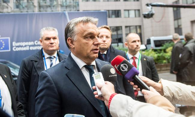 「難民問題は、わが国の安全保障の問題」とし、難民流入に対して厳しい対応をとることを表明するオルバン首相。(ハンガリー政府公表映像)