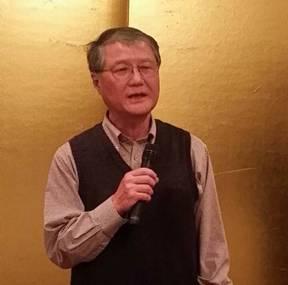 「福島原発事故から5年」をテーマに講演する京都大原子炉実験所の今中哲二さんは「福島の事故は明らかな人災」と語った。(大阪府熊取町で2月撮影・栗原佳子)