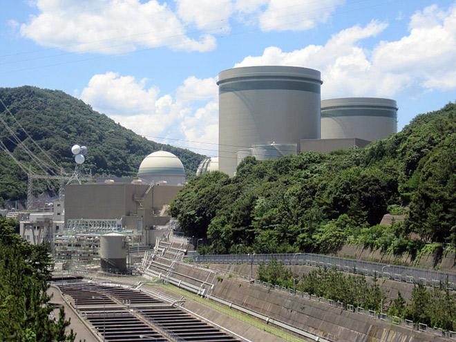 再稼働した高浜原発。3号機では危険なプルサーマル発電が行われる予定だが、避難計画を含めた多くの点で見切り発車と言われる。(うずみ火)