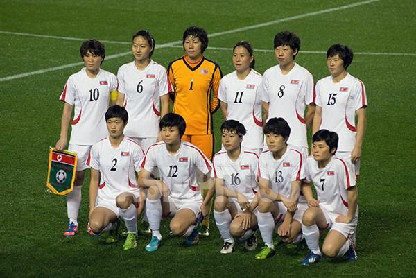 記念撮影をする北朝鮮選手たち。2016年3月9日(撮影アジアプレス)