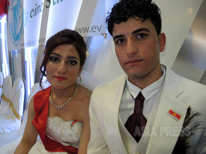 IS拉致から脱出したイラク・ヤズディ教徒の女性たちが結婚 ドイツで6組