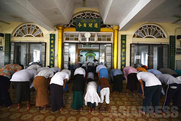 「パンディ」と呼ばれる中国系ムスリムの人たちが集う「清真寺」。清真寺とは、中国圏ではイスラム寺院(モスク)の総称だ。(撮影 宇田有三)