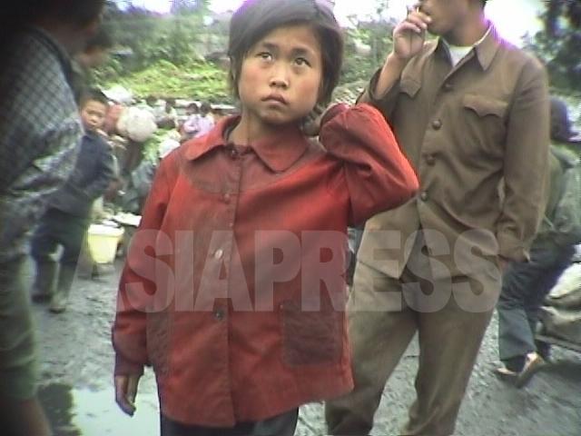 <北朝鮮写真報告>映像に記録された少女たちの受難(3) 性被害にあう女児たちも 【写真4枚】