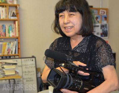 福島原発事故に翻弄される住民を追ったドキュメンタリー映画「飯舘村の母ちゃんたち 土とともに」を制作した古居みずえ監督(9月10日撮影・アジアプレス)