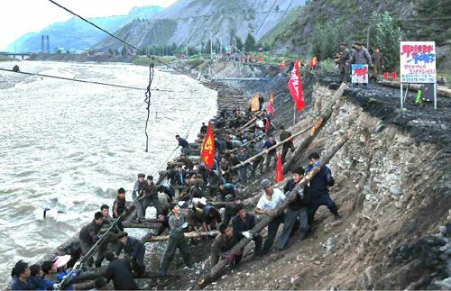 <北朝鮮内部>水害被災地で食糧価格が急騰 支援人員の犯罪を当局警戒 自殺する被災者も(写真3点)