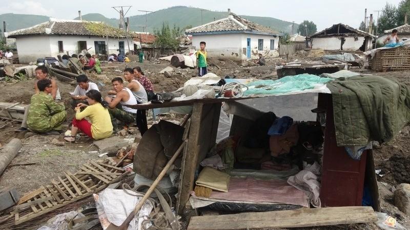 洪水で土砂に飲み込まれた咸鏡北道の村。9月中旬に国際赤十字赤新月社撮影