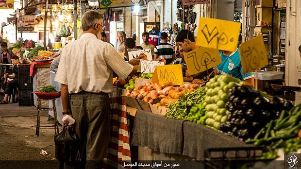 10月半ばに始まったイラク軍、クルド・ペシュメルガ部隊によるモスル奪還戦直前、ISは市内の様子を伝える写真を公開。市民生活は平穏であることを強調している。(IS写真)