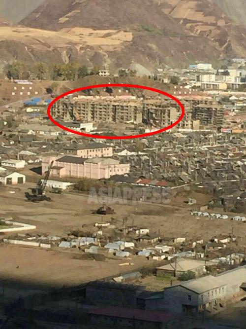 <北朝鮮最新写真報告>洪水被災地に脱北監視の警備哨所を再建 被災者用住宅は未完(写真5枚)