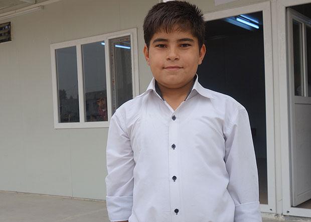 「小学校が家から遠かったのでバス代が払えず行けなかった。近くに学校ができて嬉しい」と話す6年生のムハマッドくん。(10月下旬撮影・片野田義人)