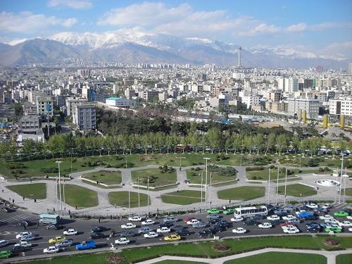 イラン国会は11月23日、これまで極刑で臨んだ麻薬犯罪者への刑罰を一部減刑する法案を可決した。写真は首都テヘランの近代的な街並み(撮影筆者)