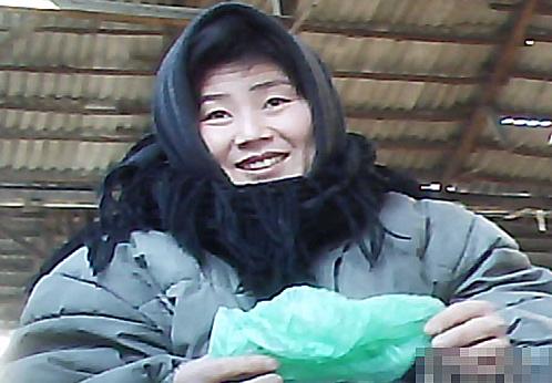 <北朝鮮写真報告>外国人が絶対に行けない裏通りの女性たち 憂鬱と辛苦の中で見つけたいい笑顔(写真6枚)