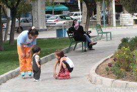 <北朝鮮写真報告>外国人が絶対に行けない裏通りの女性たち(2) 動員、商売に女性も軍人もぐったりの日々撮った(写真3枚)