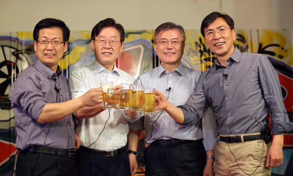 <特集韓国大統領選>「2強」文在寅、安哲秀両陣営の対立が激化 安氏が有利(図画5点)