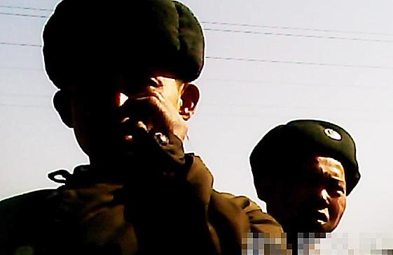 <北朝鮮写真報告>見よぐったりの虚弱兵士の数々 空腹は核・ミサイル開発のせい? 派手な軍事パレードは宣伝目的( 写真4枚)