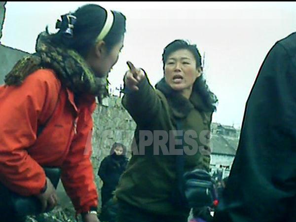 �写真10枚】<北�鮮>抵抗�る庶民��