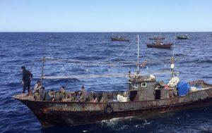沈没した北朝鮮漁船の正体は何か? 金正恩氏の命令に翻弄される漁民たち