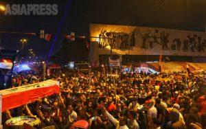 <イラク・反政府デモ1>「今立ち上がらないと未来はない」治安部隊との衝突で死者300人超