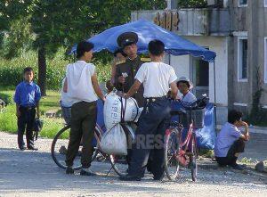<北朝鮮内部>食糧高騰の混乱続く 「値段下げよ」と政府が強要 業者は販売拒否で対抗