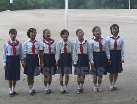 (参考写真)赤いスカーフが少年団の証。咸鏡北道の中学校の少年団幹部を対象としたキャンプにて。2006年7月 撮影:李準(リ・ジュン)
