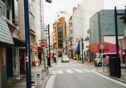 米海軍横須賀基地正門から近い飲食店街