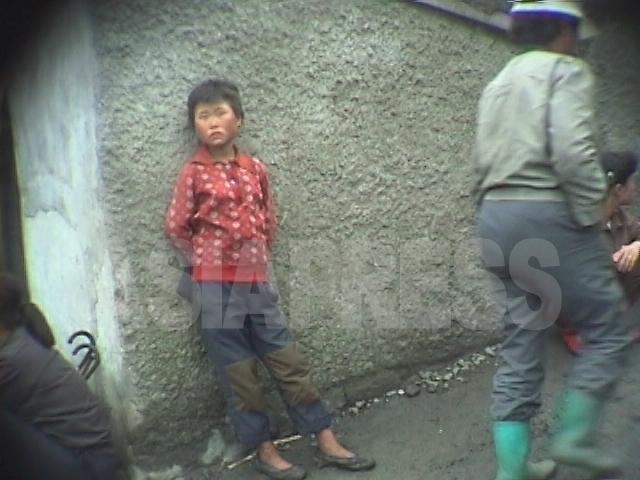 【写真特集】映像に記録された少女たちの受難(1)