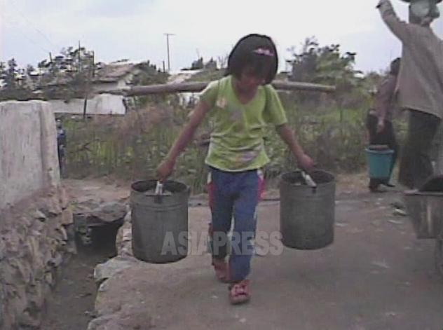 【写真特集】映像に記録された少女たちの受難(4)