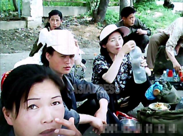 【北朝鮮 写真特集】秘密撮影した平壌の裏通りの露天市場