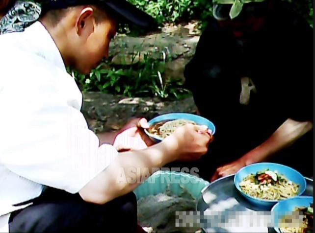 【写真特集】北朝鮮の露天食堂