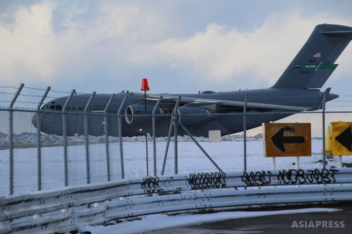 米軍基地周辺を飛び回るオスプレイなど米軍機など