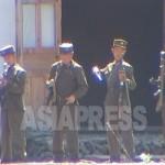 (참고사진)훈련중 총을 정비하는 국경경비대 병사. 함경북도 무산군. 2004년 8월 중국측에서 이시마루 지로 촬영(아시아프레스)