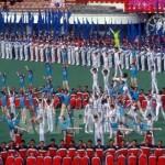 중학생들이 진행하는 공연의 소제목은 '우리'. 연습 기간은 적어도 반년이라고 한다. 사진은 이라 칭하기 전 1995년의 집단체조. 촬영 이시마루 지로.