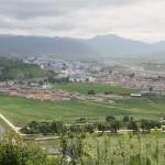 (참고사진)함경북도 회령시. 사이를 흐르는 강은 두만강. 중국과의 국경 가까이에 사는 북한 주민과는 중국제 휴대전화로 통화가 가능하다. 2010년 6월 중국측에서 촬영 (아시아프레스)