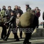 큰 배낭을 메고 역으로 향하는 여인. 2012년 11월 신의주역. 촬영 아시아프레스