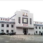 2013년 9월 청진역의 모습. 김정일 초상이 추가됐다