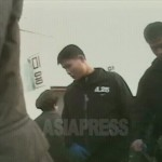 운동복 차림에 시장을 활보하는 인민군 소속 4.25 체육단 선수들. 2008년 12월 평양시 사동구역에서. 촬영 리송희