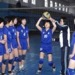 기재, 장비의 갱신이 제대로 되지 않는 것이 북한 체육인들의 고민이라고 한다. 사진은 평양의 한 체육 학교 배구팀. 2013년 조선중앙통신에서 인용