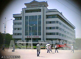 The five-storey Pyongyang Department Store No.1 was built in the first half of the 1980's. (Sep.2011/Gu Gwang-ho)