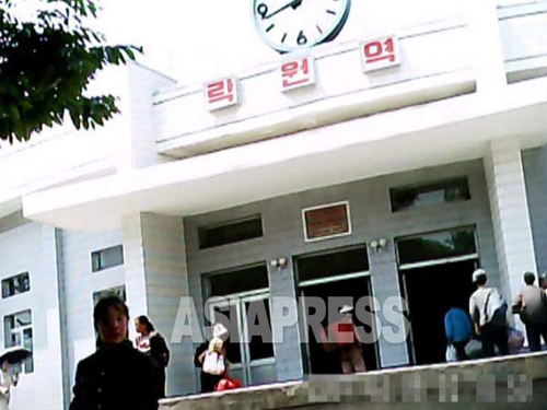 (REFERENCE PHOTO) Chinese residents in Pyongyang are concentrated in the Taesong District. This photo is taken at the entrance of the Ragwon Subway station in the Taesong District. (Taken by Gu Gwang-ho, Jun. 2011) ASIAPRESS