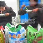 The rice shown in the above picture is imported from China. When asked about the cost, the vendors reply in Chinese currency. (Taken by Asia Press on October 2013)