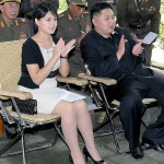 Ri Sol-ju with Kim Jong-un at a spot inspection. It seems that the black handbag gives bad impression to North Korean people. (Quoted from Rodong Shinmun, a government newspaper)
